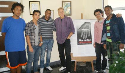 Bobby junto a sus jóvenes discípulos. (Foto. Estudio 54)