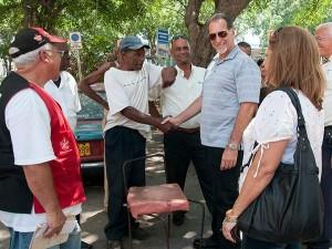 René es considerado en Cuba como un héroe, cuando íbamos a hacer la entrevista no podíamos avanzar 20 metros sin que la gente lo parara para saludarlo. Foto: Raquel Pérez